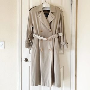 Burberrys' Vintage Petite 8 Tan Belted Trench Coat Nova Plaid Lining Dry Cleaned